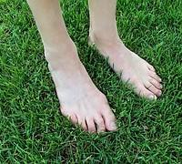 barefoot-1394846__180